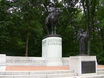 Nathanael Greene Monument.      Image by Shaun Trujillo